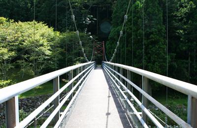 櫛田川に架かる釣り橋